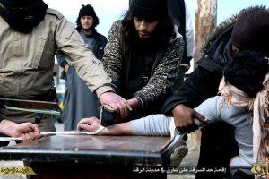 Poto Pemotongan tangan anggota sendiri (aranews)