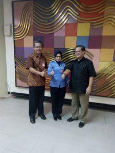 Kepala BP Batam, Hatanto Reksodipoetro kanan, tengah Luni Diyansari petugas Avsec tengah, Kepala Bubu Bandara hang Nadim Batam, Suwarso (red)