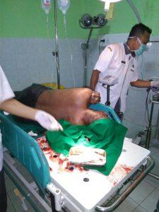 Poto : Tim Medis RSUD Slamet Martodiwirjo sedang memberi pertolongan (dok)