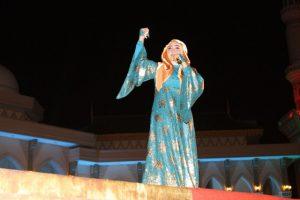 Penyanyi religi Sulis menghibur masyarakat Batam