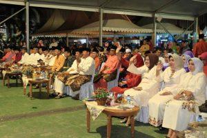 Poto : Sejumlah pejabat, tamu undangan dan masyarakat yang menghadiri acara pembukaan STQ