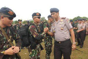 Poto : Kapolda Kepri Irjen Pol Sam Budigusdian ketika melakukan pengecekan pasukan (dok)