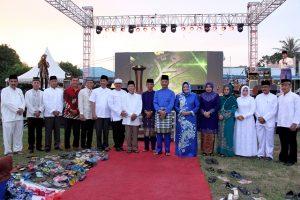 Walikota Batam didampingi Wakil Walikota dan Sekretaris Daerah Kota Batam bersama istri foto bersama FKPD Batam