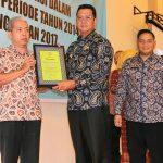 Bupati Bintan Serahkan Penghargaan Kepada 43 Para Wajib Pajak Teladan se Kabupaten  Bintan