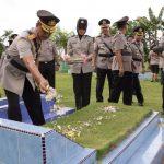 HUT Bhayangkara 71 , Polda Kepri Ziarah Makam Pahlawan dan Tabur Bunga