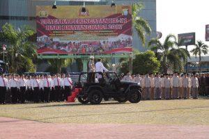 Gubernur Kepri Nurdin Basirun masih memeriksa kesiapan pasukan sebelum dilakukan Upacara