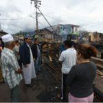 Gubernur Kepri Serahkan Bantuan Kepada Warga Korban Kebakaran di Daik Lingga