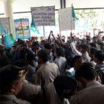 Ratusan Nelayan Desa Branta Pesisir Gelar Aksi Tolak Kebijakan Pemerintah