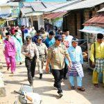Bupati Bintan Berikan Bantuan KorbanPuting Beliung Desa Kelong
