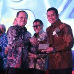 Bupati Bintan Terima Penghargaan Ki Hajar Award 2018