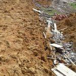 Dinding Penyangga Tanah Jalur Pejalan Kaki  Taman Tanggo Rajo Ambrul,  Diduga dibangun  Asal Jadi