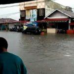 Hujan Deras Disertai Angin Kencang, Sejumlah Ruas Jalan Banjir