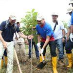 Lukita  Ikut tanam 1000 Pohon di DTA Duriangkang