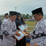 Peringati Hari Guru Nasinal, Pemda  Lingga Berikan Penghargaan Guru Berprestasi