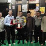Kapolsek dan Kanit Reskrim Polsek Johar Baru dapat Penghargaan dari Warga Kampung Rawa