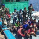 Komandan KRI Teuku Umar Serahkan Tangkapan Kapal Ikan ke Lanal Tarempa
