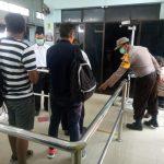 Antisipasi virus Cacar Monyet, Dinkes Karimun dan Polsek KKP Periksa Penumpang Asal Singapura dan  Malaysia