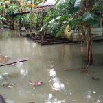 Tiga Jam  Diguyur Hujan, Rumah Warga Sungai Lumpur Tegenang Air