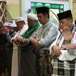 Bupati dan Wakil Bupati Bintan Sholat Ied di Masjid Nurul Iman Kijang