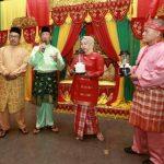 Bupati Rafiq dan Ketua DPRD Karimun Yusuf Sirat Hadiri Halal Bi Halal Kerabat   Karimun