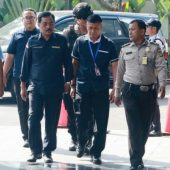 Enam Pejabat Teras Pemprov Kepri Diboyong KPK ke Jakarta