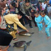 Plh Gubernur Isdianto ajak Masyarakat jaga Kebersisan Pantai