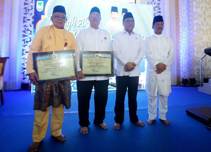 Foto bersama Walikota Muhammad Rudi Menpan RB Syafruddin dengan zuriat Sultan Mahmud Riayat Syah