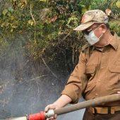 Bupati Cek Turun Langsung Padamkan Kebakaran Lahan