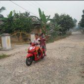 Warga Desa Sipungguk Minta Pemda Kampar Perbaiki Jalan Berlobang
