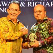Pemkab Tanjabtim Terima Anugerah Universitas Indonesia Award