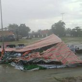 Viral, Panggung Acara Launching Pilkada Labusel Porak-poranda Dihantam Puting Beliung