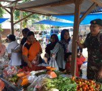 Jelang Natal Dan Tahun Baru, Babinsa Rimba Jaya Monitoring Harga Bahan Makanan Pokok