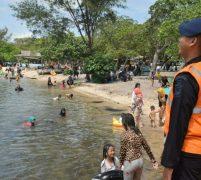 Unit SAR Satbrimob Polda Kepri Lakukan Patroli SAR di Pantai Melayu Barelang