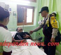 Personil Bhabinkamtibmas Polsek Medan Kota Tolong  Nenek Sakit Antar ke RS