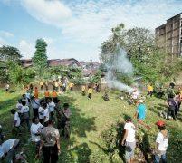 Pemko Medan, TNI & Polri Bersihkan Bantaran Sungai Belakang Istana Maimun