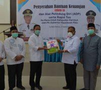 Ptl Gubernur Isdianto Serahkan Bantuan Dana dan APD Ke Pemda Kabupaten Karimun