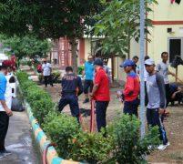 Pegawai BP Batam Gotong Royong Bersihkan Rusun Muka Kuning