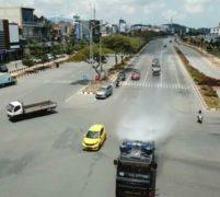 Brimob Polda Kepri Kembali Semprotkan Disinfektan di Jalan Protokol Batam