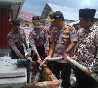 Kemarau Polres Lingga Saplay Air Bersih ke Masyarakat Dabo