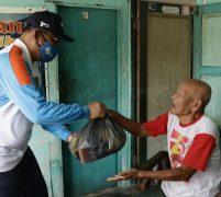 Akhyar Apresiasi GMM Berikan Sembako Kepada Masyarakat Kota Medan