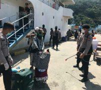Tim Gugus Tugas Covid 19 Lakukan Pengecekan Suhu Tubuh Penumpang Kapal KM Sabuk Nusantara