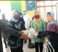 Ny Nurul Akhyar Berikan Bantuan Ke Bilal Mayit  Di Medan Belawan