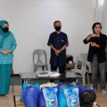 Marlin Bagi Sembako dan Masker ke Penyandang Disabilitas