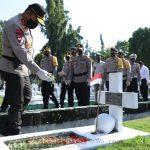 Peringati Hari Bhayangkara ke 74 Tahun Kapolda Sumut Ziarah di Taman Makam Pahlawan