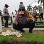 Dalam Rangka Hari Bhayangkara Ke 74 Tahun 2020, Polda Kepri Melaksanakan Upacara Ziarah di TMP