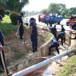 Ditpam BP Batam Bersihkan Drainase Hindari Banjir