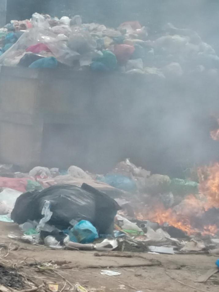 Poto : Tumpukan Sampah di TPS Simpang Kaveling Baru