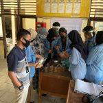 Cegah Covid, Mahasiswa Kukerta Unri Bagikan Minuman Kesehatan Kepada Masyarakat