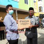 Kepala BP Batam Rudi Serahkan Bantuan Sembako Kepada Warga Kecamatan Batu Aji