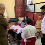 Sat Reskrim Polres Lingga Kembali  Serahkan Tersangka Lain Kasus Korupsi Dana BLUD RSUD Dabo 2018